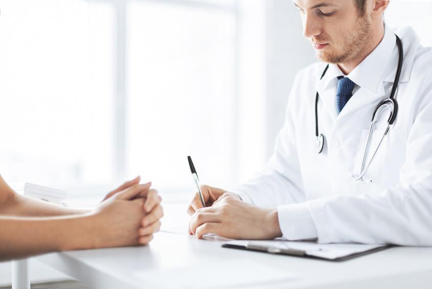Приём врача при болях в горле
