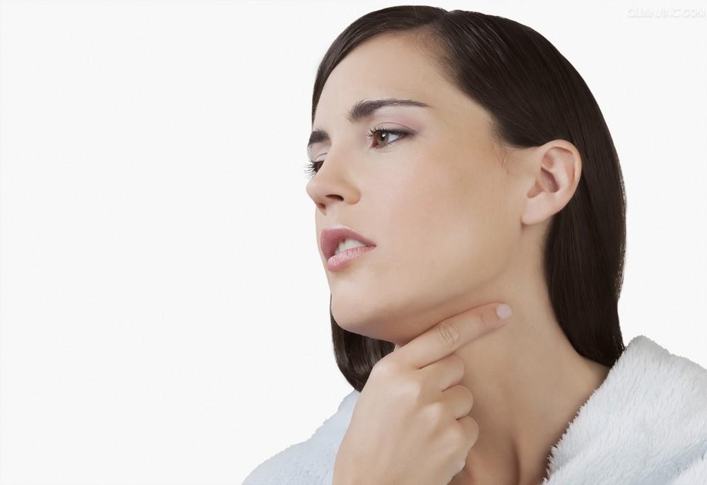 Почему с утра часто болит горло, и как от этого избавиться